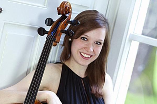 Jana Telgenbüscher - Cello - Foto: Jutta Jelinski